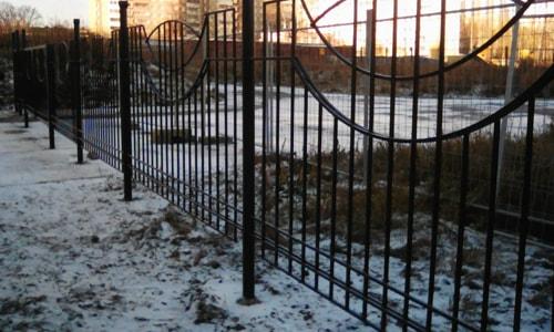 Разграничивающий забор